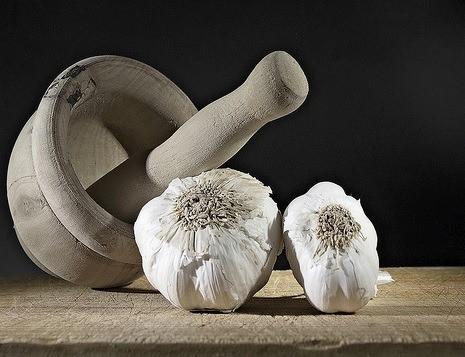 Propiedades curativas del ajo, una planta que vale para todo