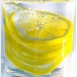 10 beneficios de beber agua con limón