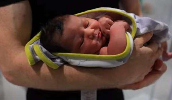bebé de pocas semanas