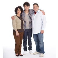 Pizza Girl (Nick y ____) Nick-jonas-with-parents-de