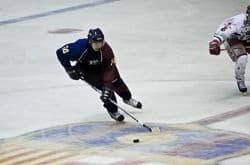 deportista de hockey hielo