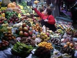 mercado con fruta y verdura