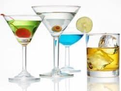 bebidas y cócteles con alcohol