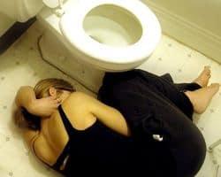 mujer con nauseas