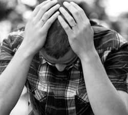 hombre con agorafobia